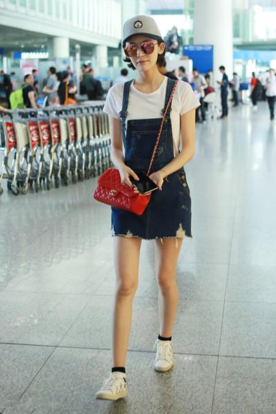 夏季服装流行趋势示范 背带裙打开方式多着呢