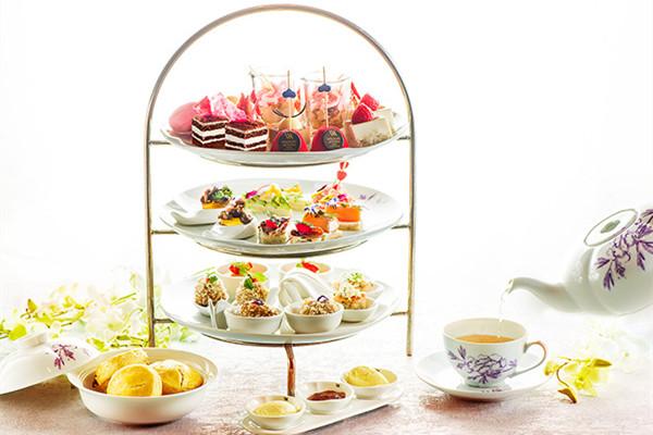 纽约华尔道夫酒店推出全新经典丝绒下午茶