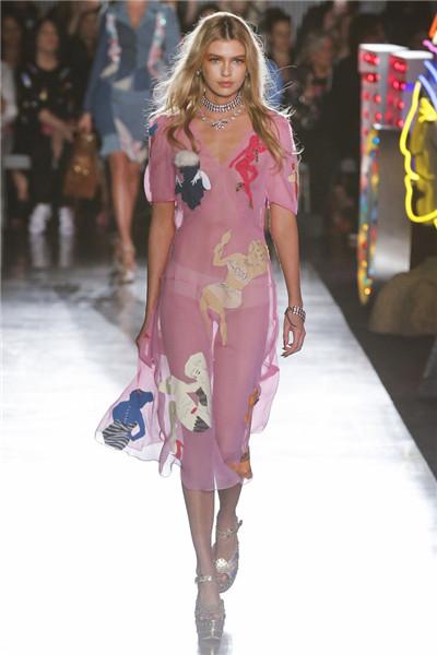 Moschino(莫斯奇诺)于洛杉矶发布2018年春夏系列