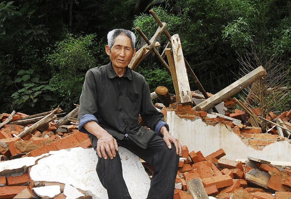 独居老人房屋被拆 眼睁睁看着自己房子变废墟