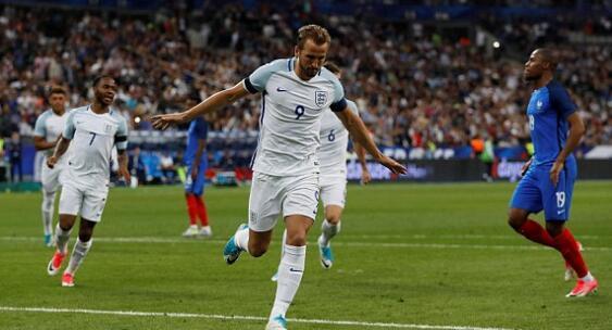 热身赛-法国在被罚下1人情况下3比2力克英格兰