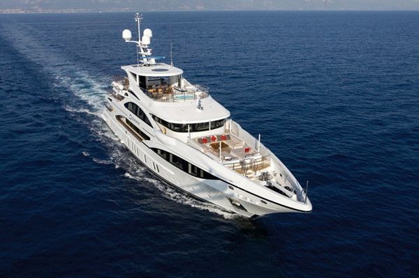 采取全客制化配置 贝尼蒂打造第五艘FB701 Domani游艇