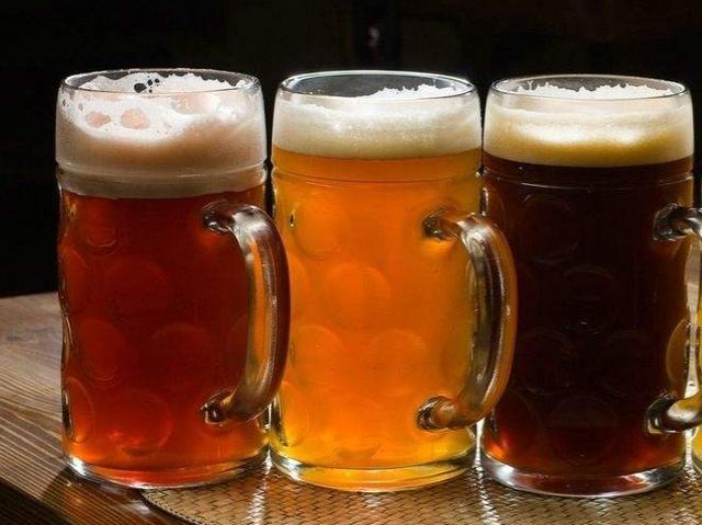 夏天喝啤酒竟然还有好处? 教你夏季如何正确的喝啤酒