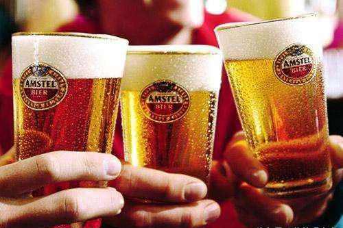 夏天喝啤酒竟然还有好处?教你夏季如何正确的喝啤酒