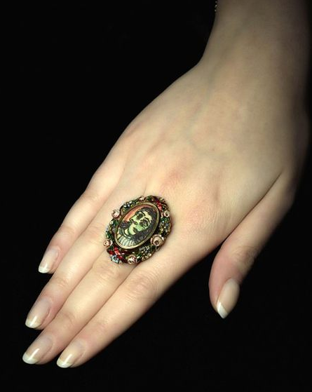 毕加索戒指将拍卖 成交价约合433万元人民币