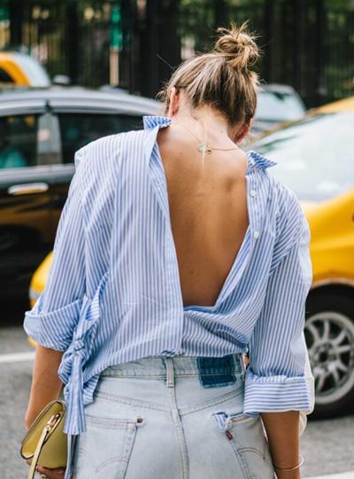 欧美达人夏季街拍示范 用露背装来拯救天生贫乳