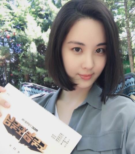 少女时代徐贤晒近照剪短发 新造型引粉丝关注