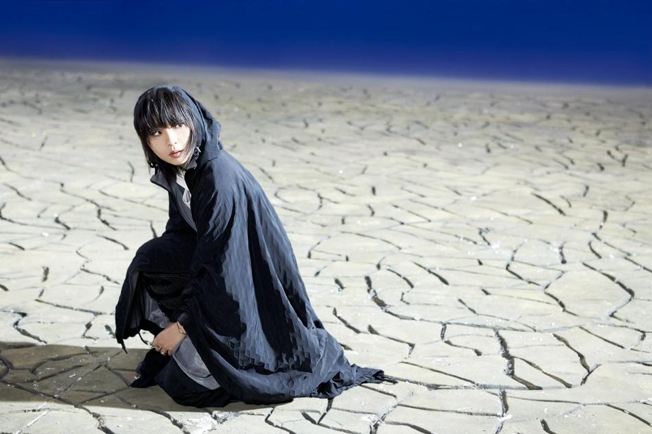 周笔畅新曲《耳鸣》MV首发 暗黑系画面吊足胃口