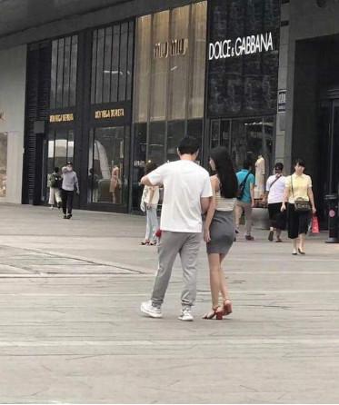 王思聪豆得儿逛街 网友:这段恋情保质期有点长