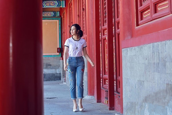 """陈妍希携手Lucia Liu推出联名款珠宝""""囍鹿衔芝"""""""