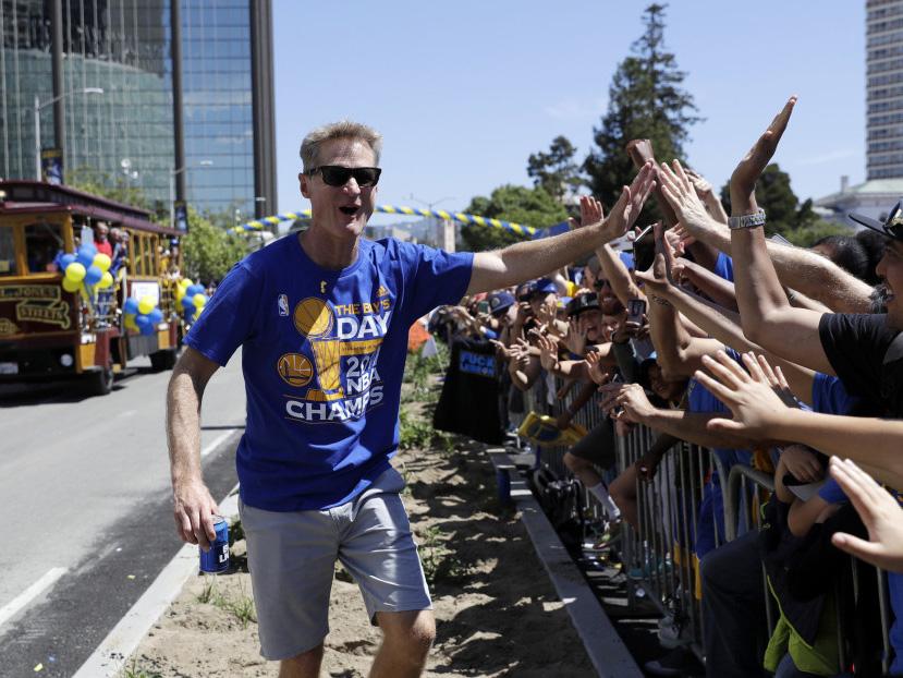 2017年6月15日,美国奥克兰,NBA总冠军金州勇士举行夺冠游行。