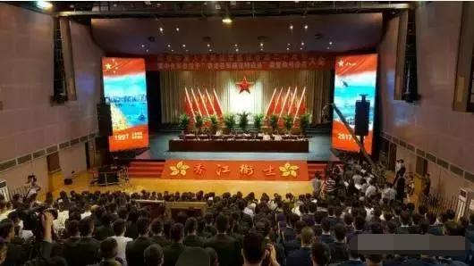 """庆祝解放军驻香港二十周年 授予""""香港驻军模范特战连""""荣誉"""