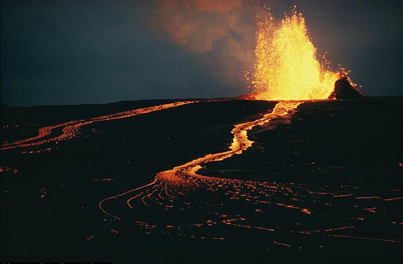 活火山上的旅馆 你敢住吗