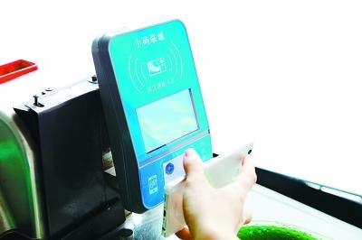 武汉公交安装蓝色刷卡机 可扫支付宝付款啦