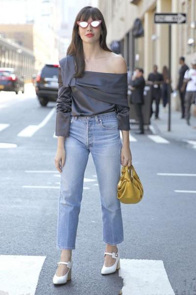 时尚达人街拍穿搭示范 露肩装再次席卷潮流圈