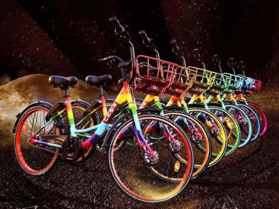 北京现七彩单车 轮胎还是夜光的