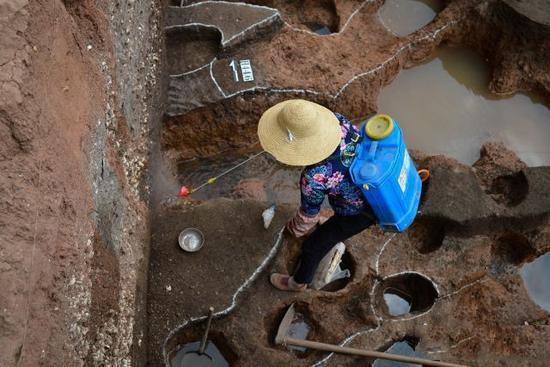 晋宁区上蒜镇上河西遗址考古发掘现场。