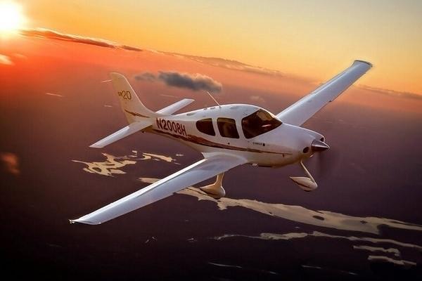 """西锐SR20:能让""""菜鸟""""迅速上手的私人飞机"""
