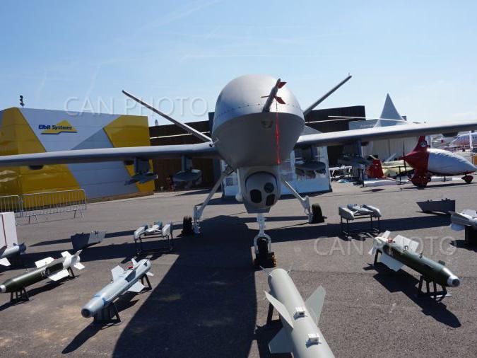 第52届巴黎航展将於6月19日至25日盛大举行。中国航空工业集团公司携多款主力机型型参加,展台有诸多亮点。