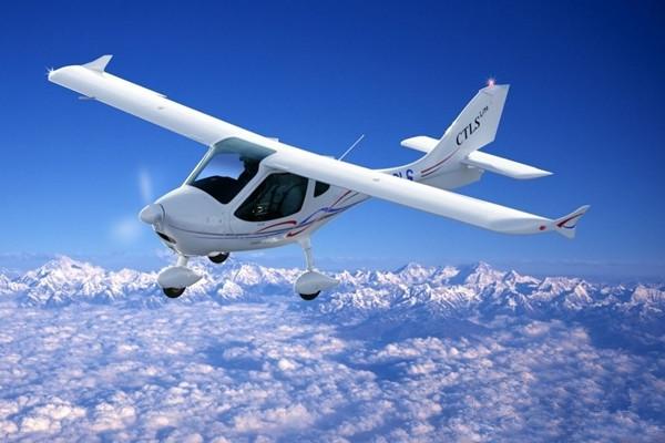 德国CT私人飞机 双操纵系统便于飞行教学