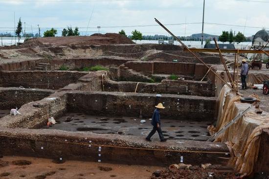 """最重要的发现,当属石寨山6号墓中出土的黄金质地""""滇王之印"""",这不但确证了""""古滇国""""的存在,同时也证明了司马迁《史记》记载的可靠。"""