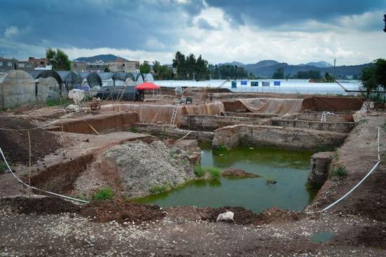上西河遗址仅是滇池东南岸发现的众多考古遗址群中的一个很小部分,通过小规模的考古发掘来验证前期大量的考古调查和勘探的结果,是石寨山大遗址考古项目通用作法。