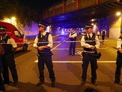 伦敦货车冲撞行人 导致10人受伤