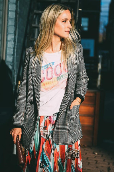 夏季服装流行趋势示范 穿复古T恤立变潮流达人