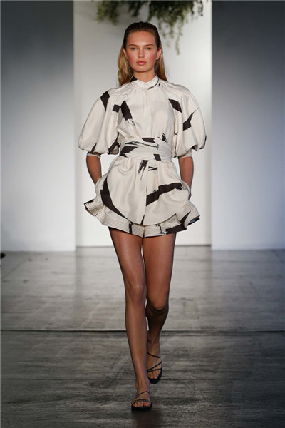 Zimmermann服装品牌于纽约发布2018早春度假系列时装秀