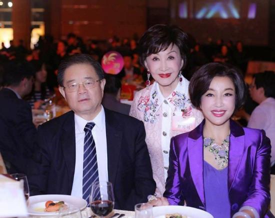 刘晓庆携丈夫露面 现任丈夫整整追了她三十年