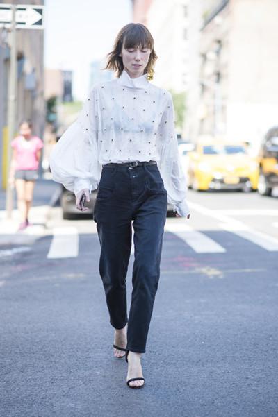 欧美达人夏季街拍示范 泡泡袖自带仙女气场