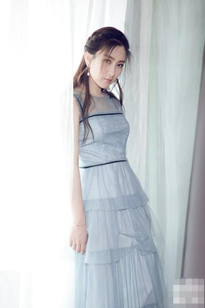 马苏穿衣搭配造型示范 睡莲色连身纱裙让你女神范十足