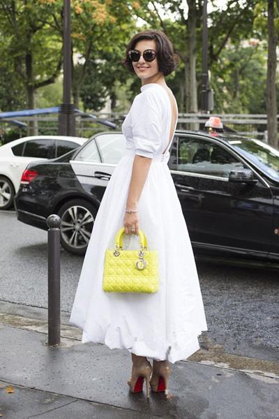 欧美夏季街拍造型示范 白色服装怎么搭配才最美