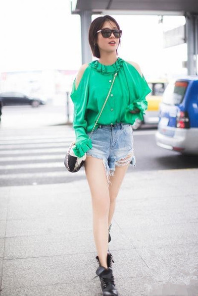 马思纯最新街拍曝光 夏季就要来件草绿色上衣