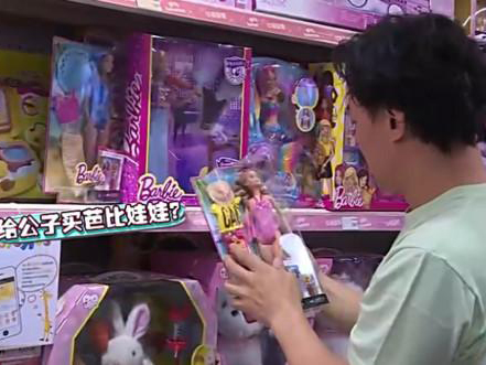 陈奕迅为周杰伦儿子选礼物 给公子买芭比娃娃?
