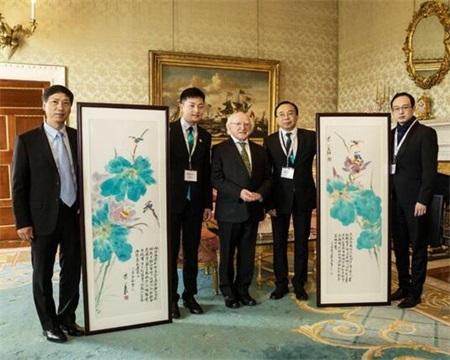 黄月花鸟彩墨画被爱尔兰总统府收藏