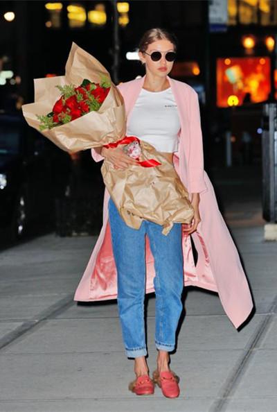 当季服装流行趋势示范 千禧粉让Gigi贝嫂都无法抗拒