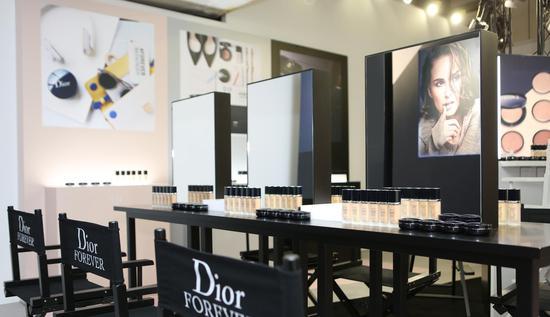 迪奥于上海艺仓美术馆举办彩妆新品鉴赏会