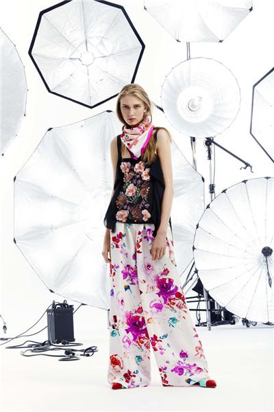 Emanuel Ungaro服装品牌释出2018早春度假系列