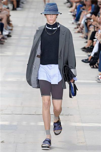 Louis Vuitton于巴黎男装周发布2018春夏男装系列
