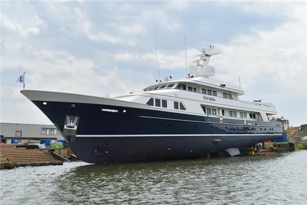 Balk船厂重新发布46.63米Charisma经典动力游艇