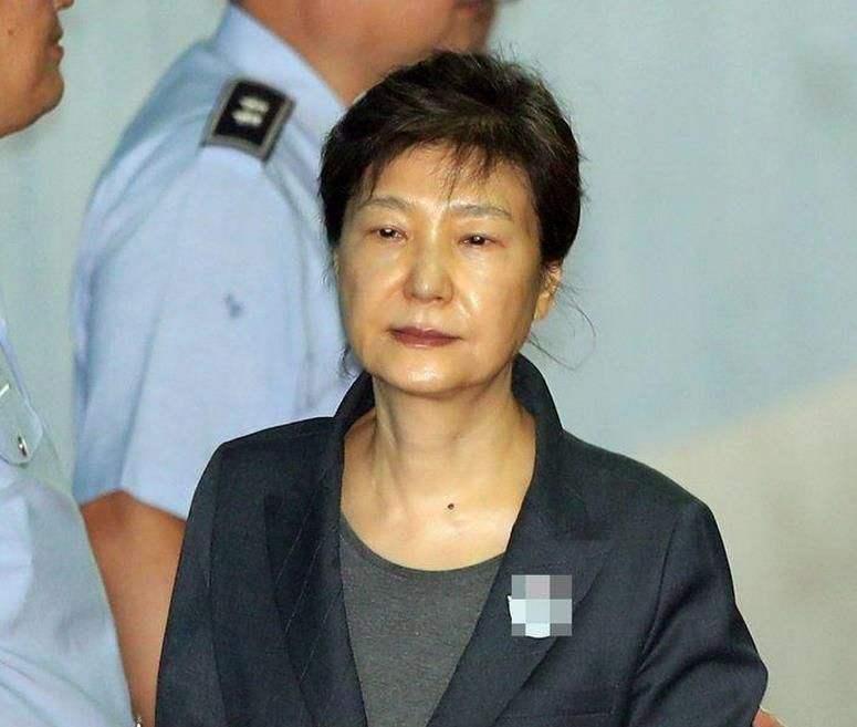 朴槿惠再度出庭:白发引人注目 与崔顺实同审