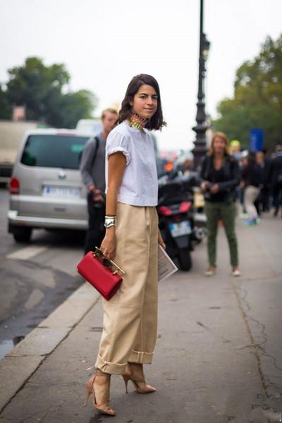 时尚达人街拍造型示范 白色T恤这么穿才好看
