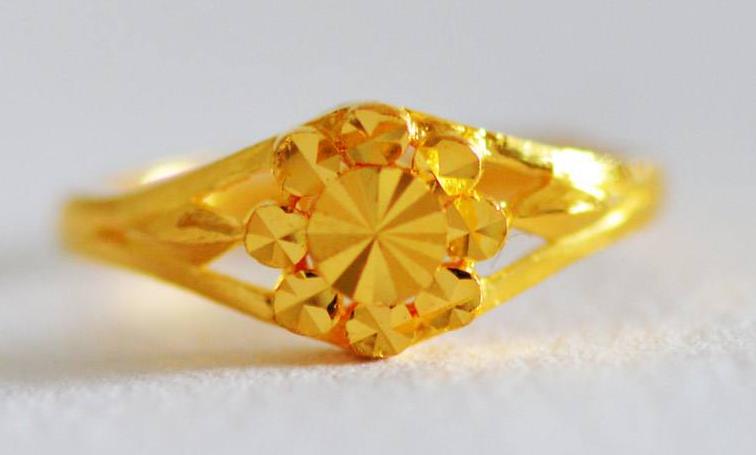 17年都流行戴这样的黄金戒指
