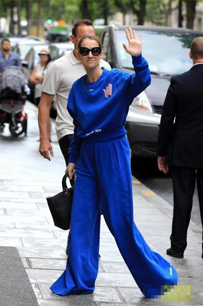 席琳迪翁穿衣搭配造型示范 宝蓝色运动装上身活力十足