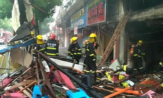南京龙虾馆爆炸瞬间(图):南京龙虾馆液化气泄漏爆燃两人受伤