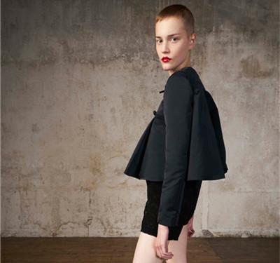 Giambattista Valli服装品牌释出2018早春度假系列