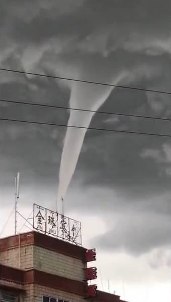 西藏上空56年来首次观测现龙卷风