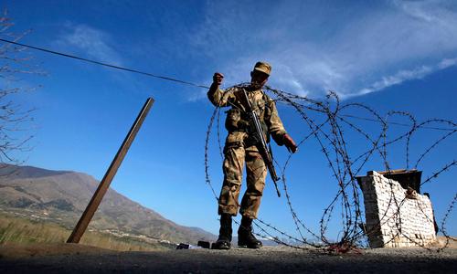 巴基斯坦摧毁2处印军哨所 打死4名印度示兵