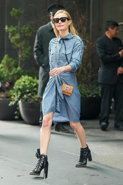 欧美达人街拍穿搭示范 牛仔连衣裙各种场合应对自如